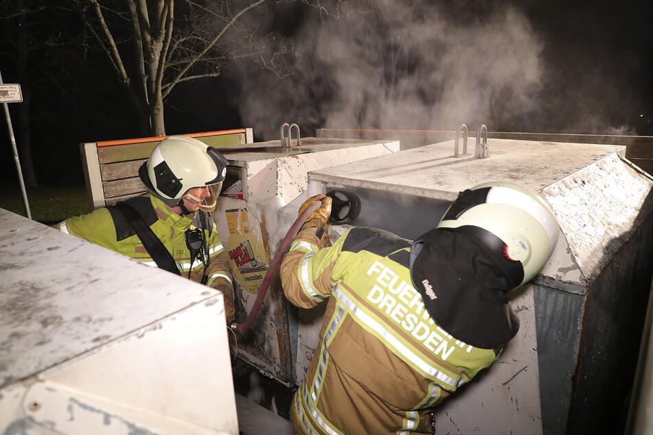 Am Wilsdruffer Ring brannten zwei Papiercontainer.