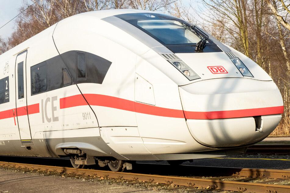 Die Deutsche Bahn (DB) plant derzeit den Ausbau der bislang 85 Kilometer langen ICE-Strecke. (Symbolbild)