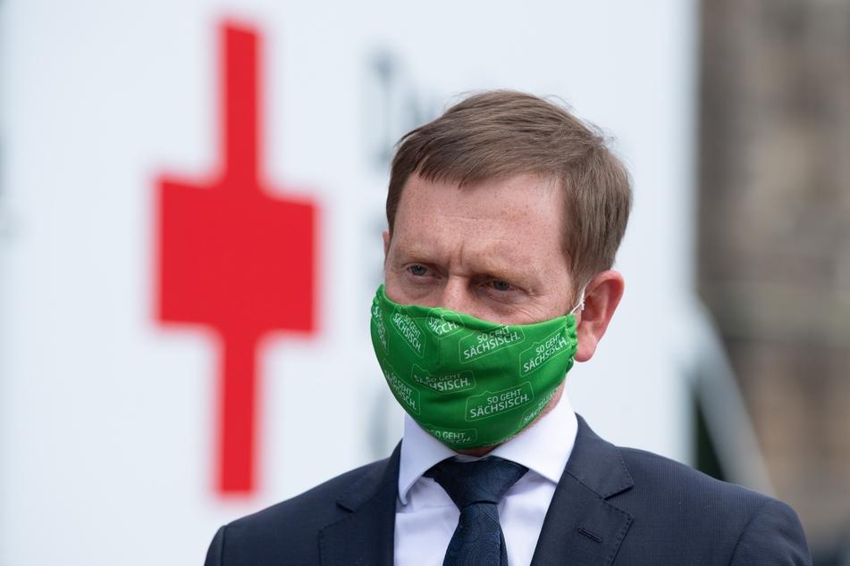 Die zweite Infektionswelle der Corona-Pandemie hat nach Einschätzung des sächsischen Ministerpräsidenten Michael Kretschmer bereits Deutschland erreicht.