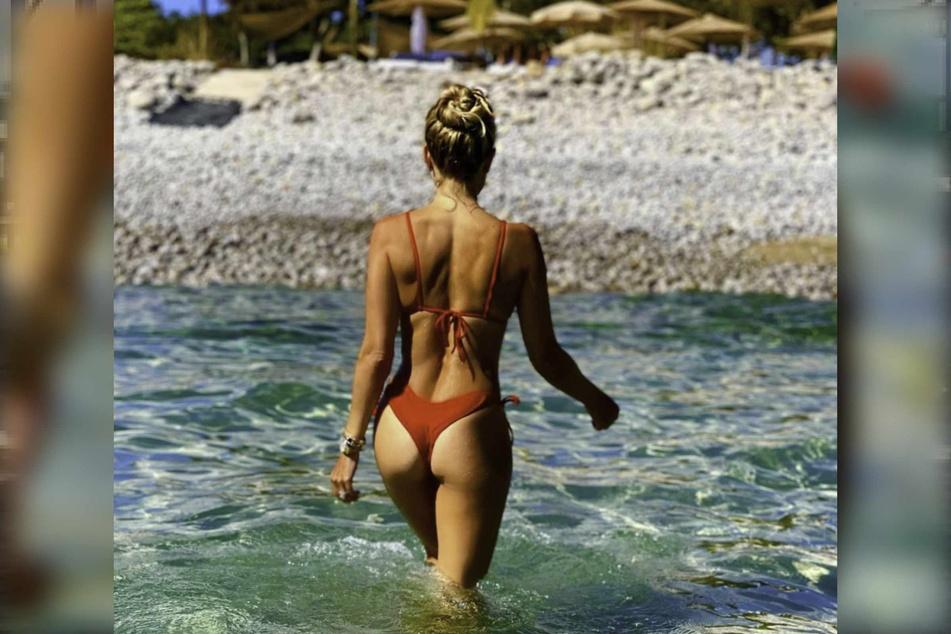 Sylvie Meis (43) spaziert durch das Mittelmeer.