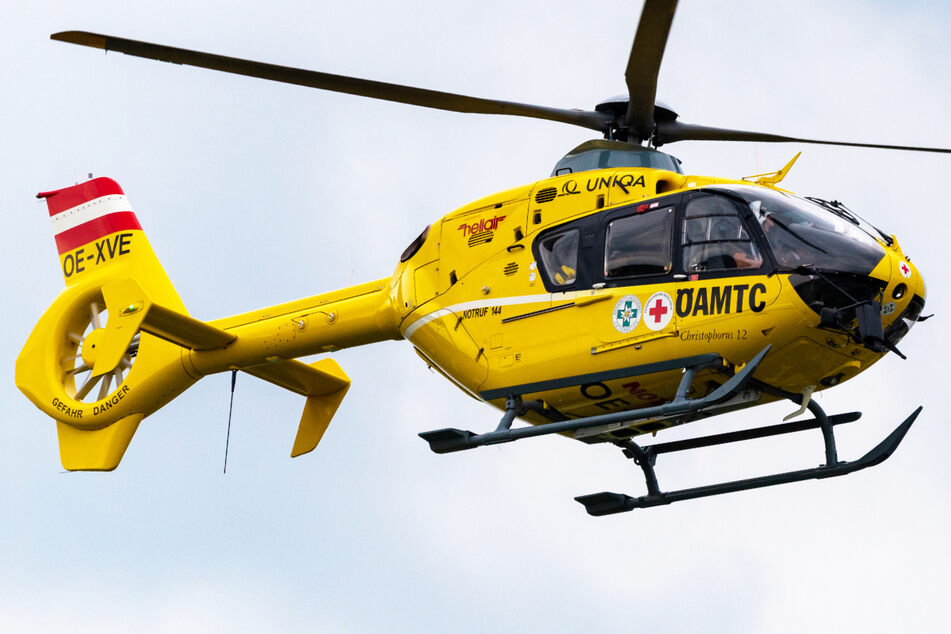 Die Besatzung eines Rettungshubschraubers brachte den kleinen Jungen nach dem Unfall in ein Krankenhaus. (Symbolbild)