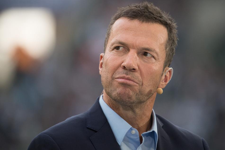 Sky-Experte Lothar Matthäus (59) steht am Spielfeldrand.
