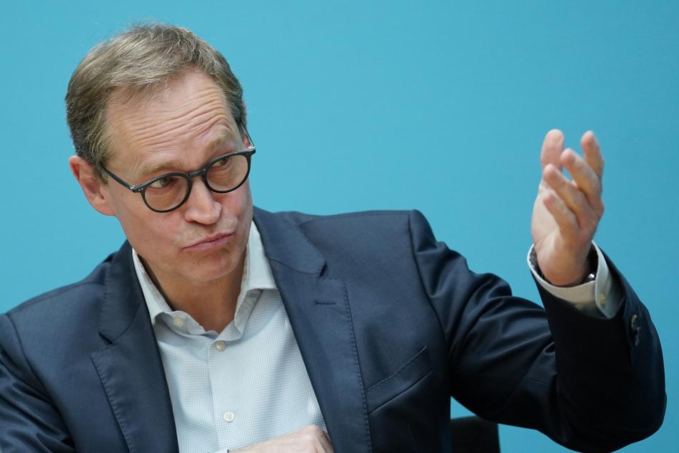 Berlins Regierender Bürgermeister Michael Müller (56, SPD) forderte eine bundesweite Absprache über Urlaubsmöglichkeiten im Sommer.
