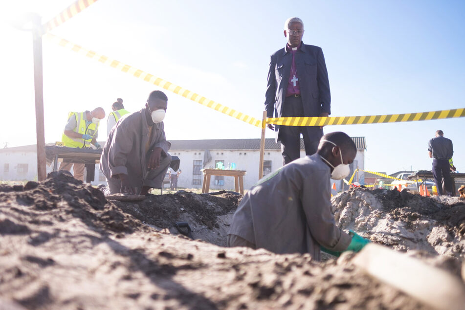 """In """"The Forgiven"""" geht es unter anderem um die schwierige Bewältigung der südafrikanischen Vergangenheit, Vergebung, Rassismus, ein gespaltenes Land und die Folgen der Apartheid."""