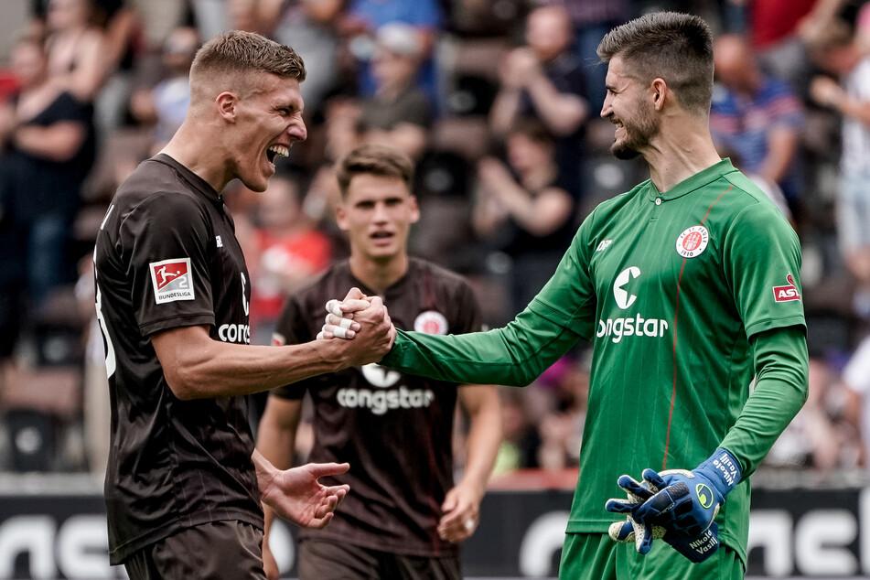 Keeper Nikola Vasilj (25, r.) hat sich in wenigen Monaten beim FC St. Pauli zum Leistungsträger entwickelt.