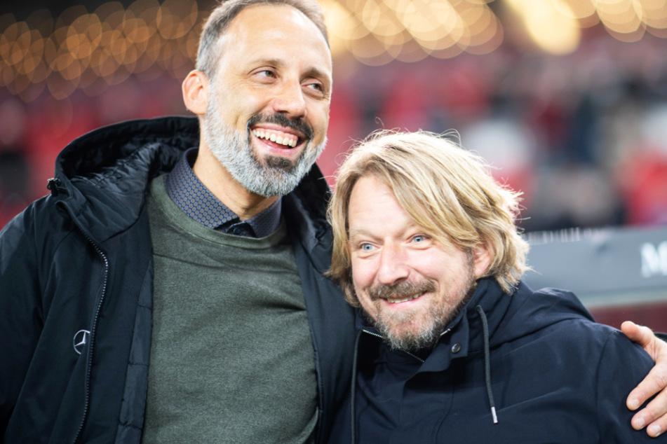 Die beiden verstehen sich: VfB-Trainer Pellegrino Matarazzo (42) umarmt Sportdirektor Sven Mislintat (47).