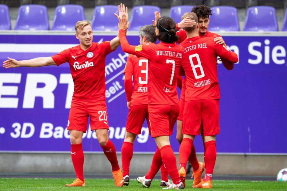Holstein Kiel steht momentan auf Rang drei. Am Wochenende holte man trotz 75-minütiger Unterzahl einen Punkt beim FC Erzgebirge Aue.