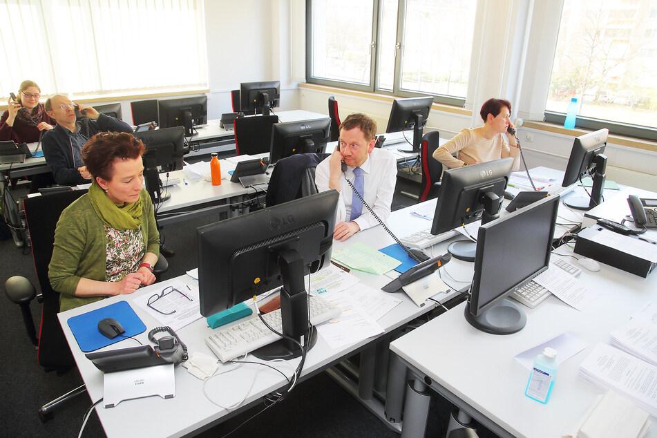 Die Zentrale der neuen Corona-Hotline im sächsischen Sozialministerium.
