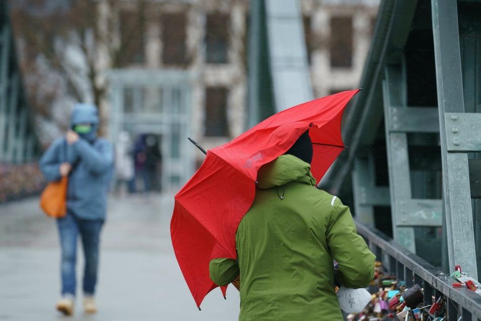 Schluss mit dem Regen: Ab Donnerstag soll sich allmählich ein Hochdruckeinfluss in Nordrhein-Westfalen durchsetzen.