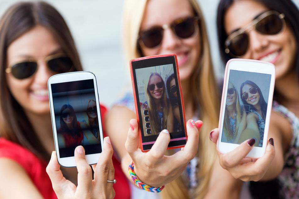 Mädchen setzen mehr auf Social-Media-Apps wie Instagram, TikTok oder Snapchat. (Symbolbild)