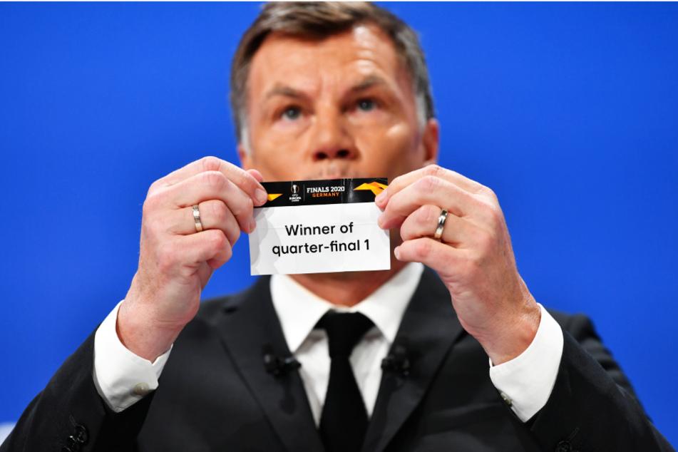 Thomas Helmer (55) packte eine Anekdote aus, die bei der UEFA nicht gerade gut ankam. Beim Publikum aber schon.