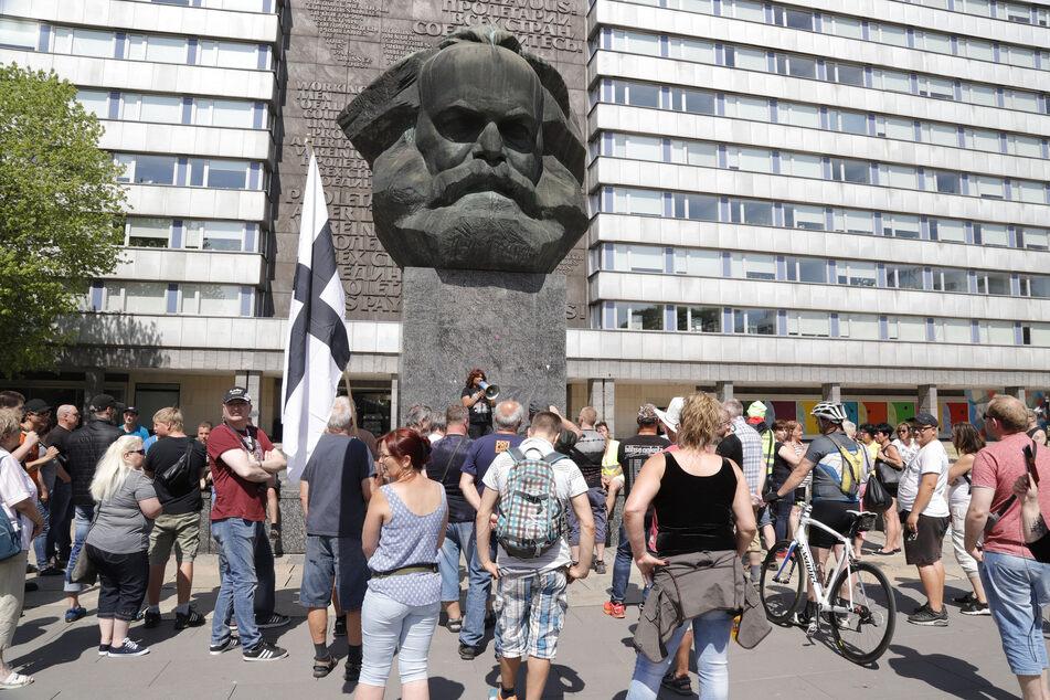 """Die rechte Bürgerbewegung """"Pro Chemnitz"""" wollte am 20. April am Nischel demonstrieren. Die Stadt hat das nun verboten (Archivbild)!"""