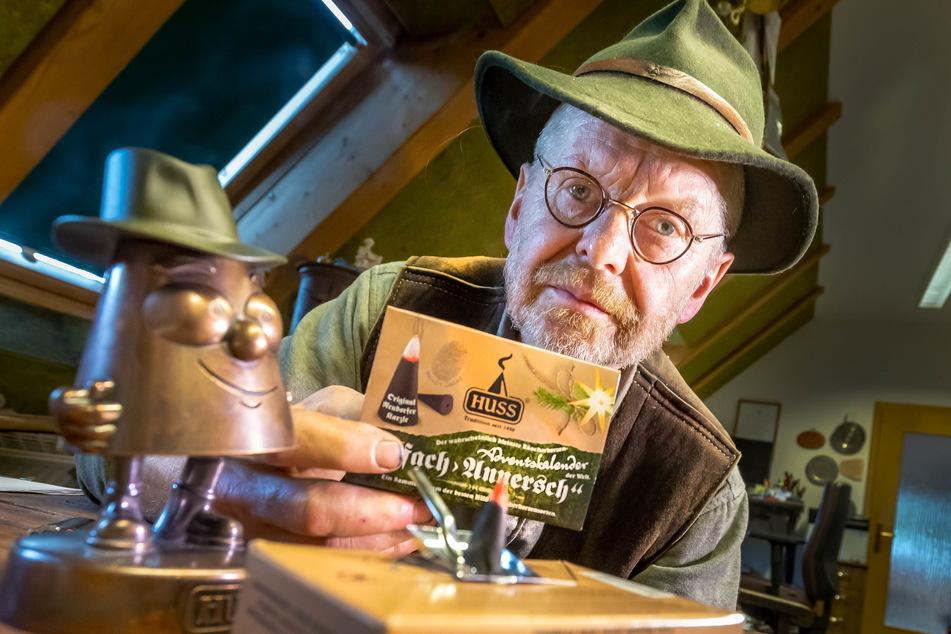 Jürgen Huß (61) zeigt seinen duften Räucherkerzen-Adventskalender.
