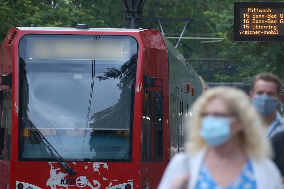 KVB-Bahn und Citroën krachen in Köln-Sülz zusammen: Beide Fahrer verletzt
