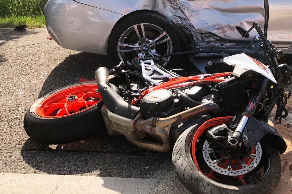 Der 39-jährige Fahrer des Motorrades hatte keine Überlebenschance, er starb noch an der Unfallstelle.
