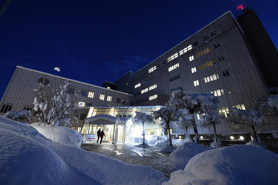 Seit Ausbruch der Corona-Pandemie gab es weltweit bereits mehrere Mutationen des Virus. In dieser Klinik in Garmisch-Partenkirchen ist aber offenbar keine neue Variante ausgebrochen.