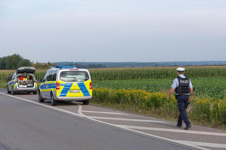 Die Polizei suchte den Unfallort großräumig ab, doch vom Fahrer des Motorrads fehlt jede Spur.