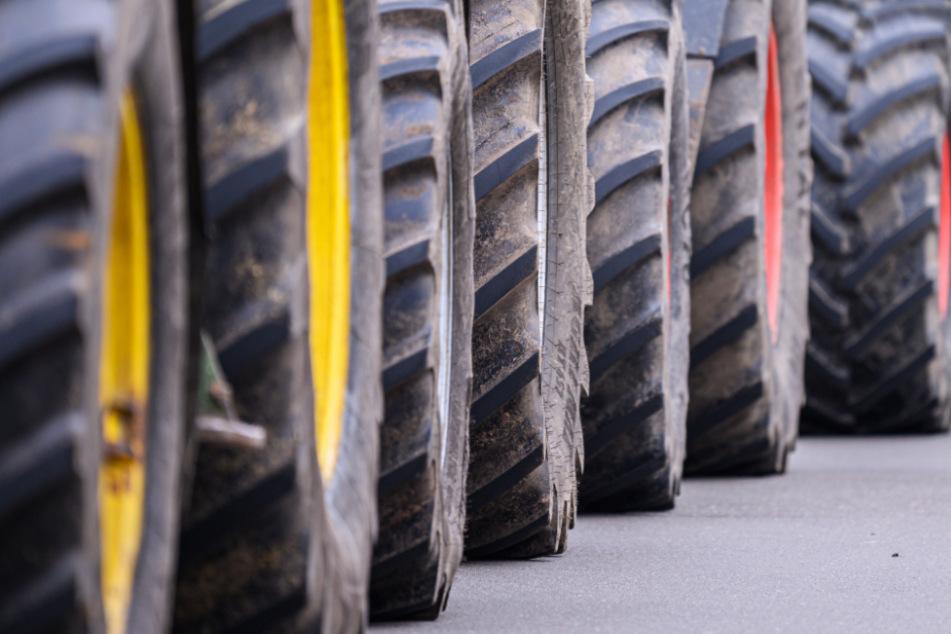 Protestierende Bauern blockierten in letzter Zeit die Lager verschiedener Händler mit Traktoren.