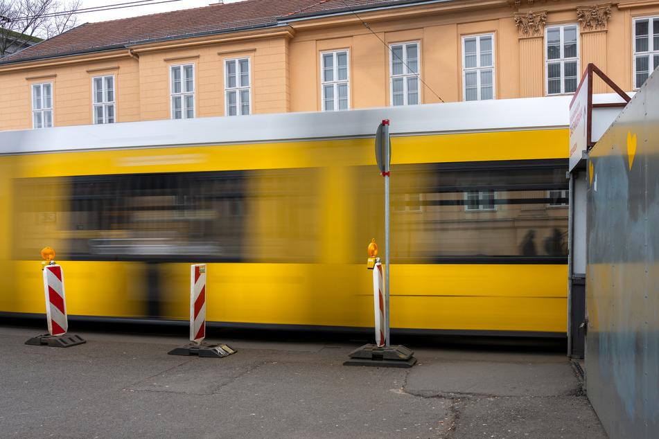 Die Straßenbahn konnte nicht mehr rechtzeitig bremsen. (Symbolbild)