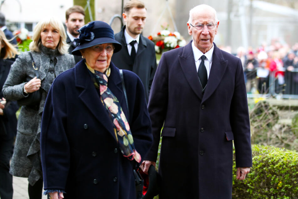 Sir Bobby Charlton (r.) mit seiner Ehefrau Norma.