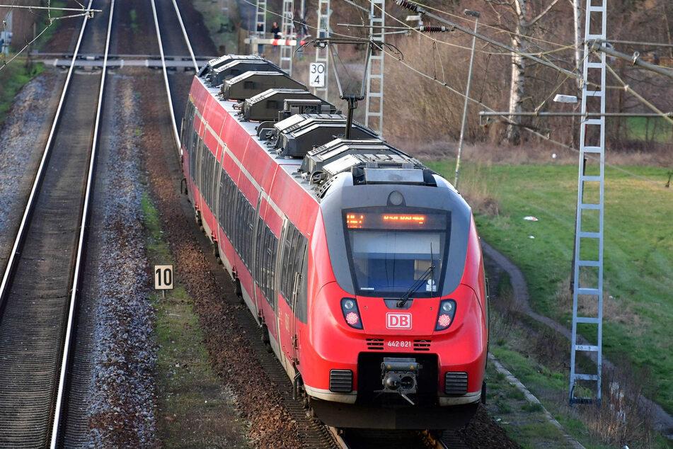 Voraussichtlich nach 2030 sollen die zusätzlichen Züge des RE2 entfallen und in der Linie RE20 aufgehen. (Symbolbild)