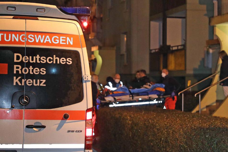 Mann blutüberströmt in Hausflur gefunden: Großeinsatz!