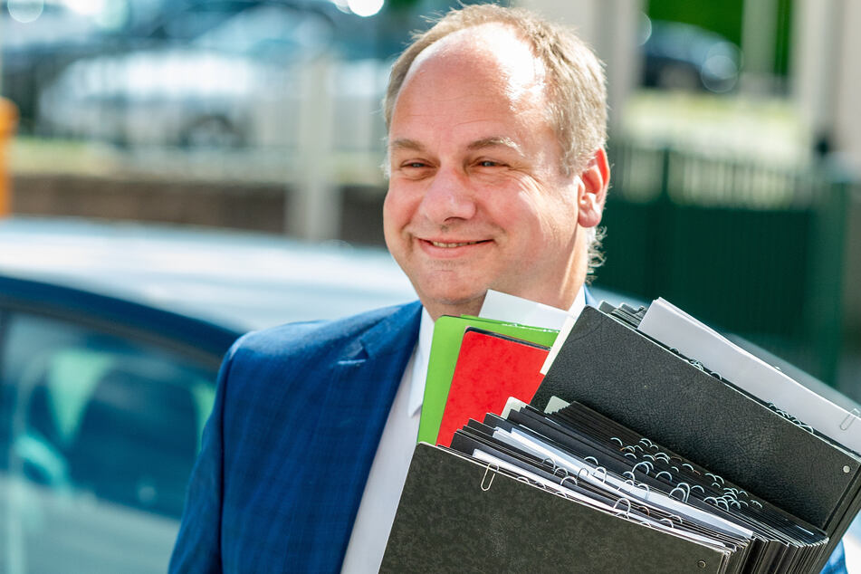 Ist OB Dirk Hilbert (49, FDP) auf dem Weg nach Berlin?