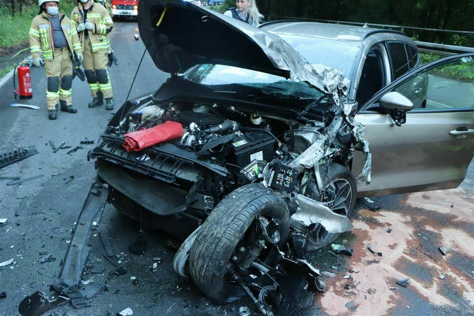 Der Ford des 28-Jährigen erlitt bei dem Unfall in Wiehl einen Totalschaden. Der Fahrer kam mit leichten Verletzungen ins Krankenhaus.