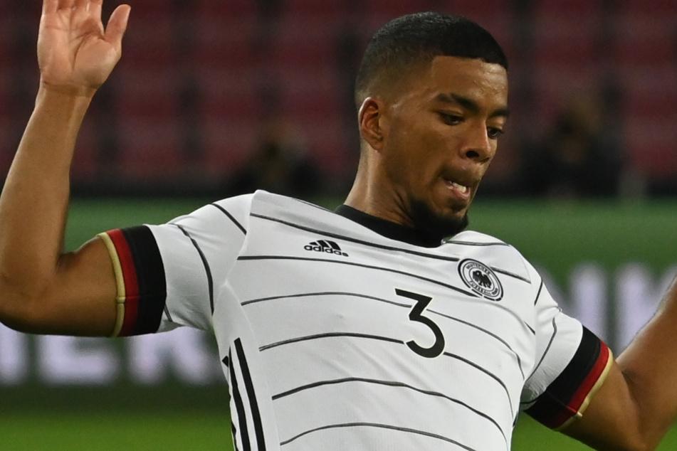 Am Dienstagabend hatte Henrichs wegen Problemen mit der Patellasehne das Training der Nationalmannschaft verpasst.
