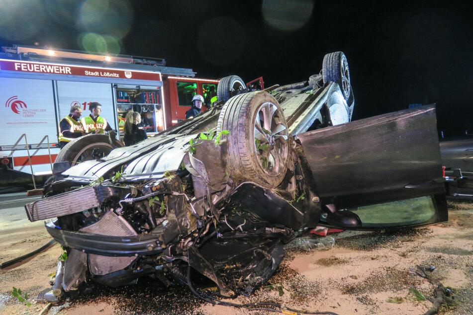 Der Opel-Fahrer musste von den Einsatzkräften aus dem Auto geschnitten werden.