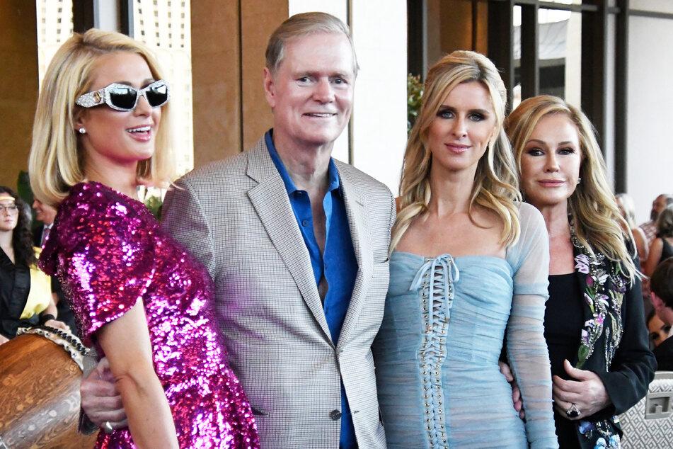 Die Hilton-Familie mit Paris, Richard (65), Nicky (37) und Kathy (62).