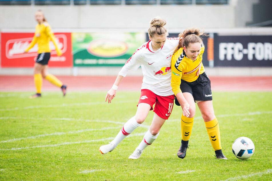 Auf dem Sportplatz neben dem Sachsenbad trainieren unter anderem die Kickerinnen vom 1. FFC Fortuna Dresden.