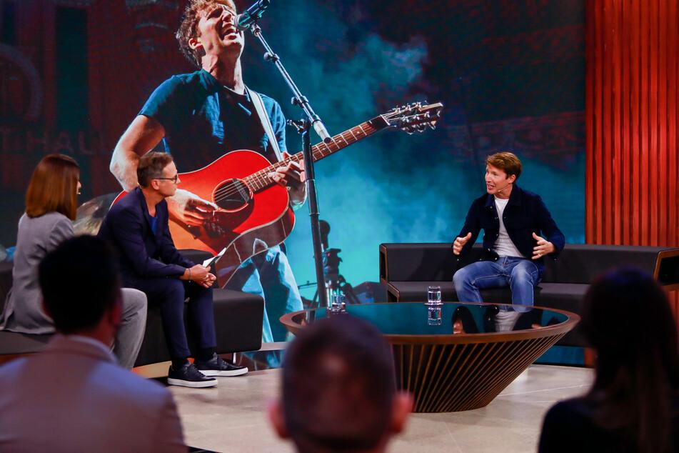 """Musiker James Blunt (47, r.) war in der neuen ProSieben-Sendung """"Zervakis & Opdenhövel"""" zu Gast."""