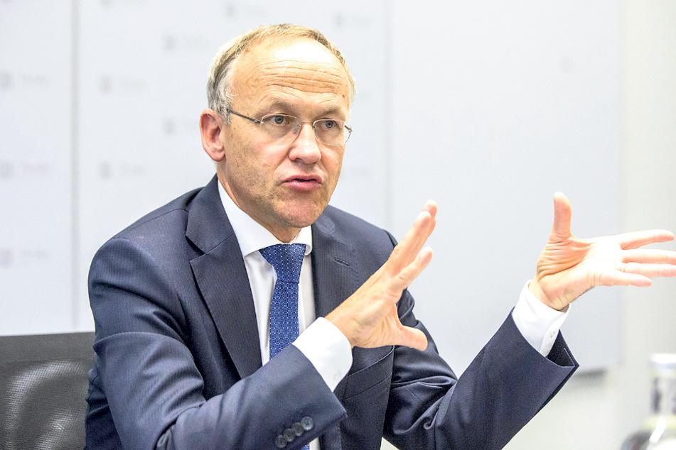 Bürgermeister Peter Lames (55, SPD) will die Arena gern erweitern.