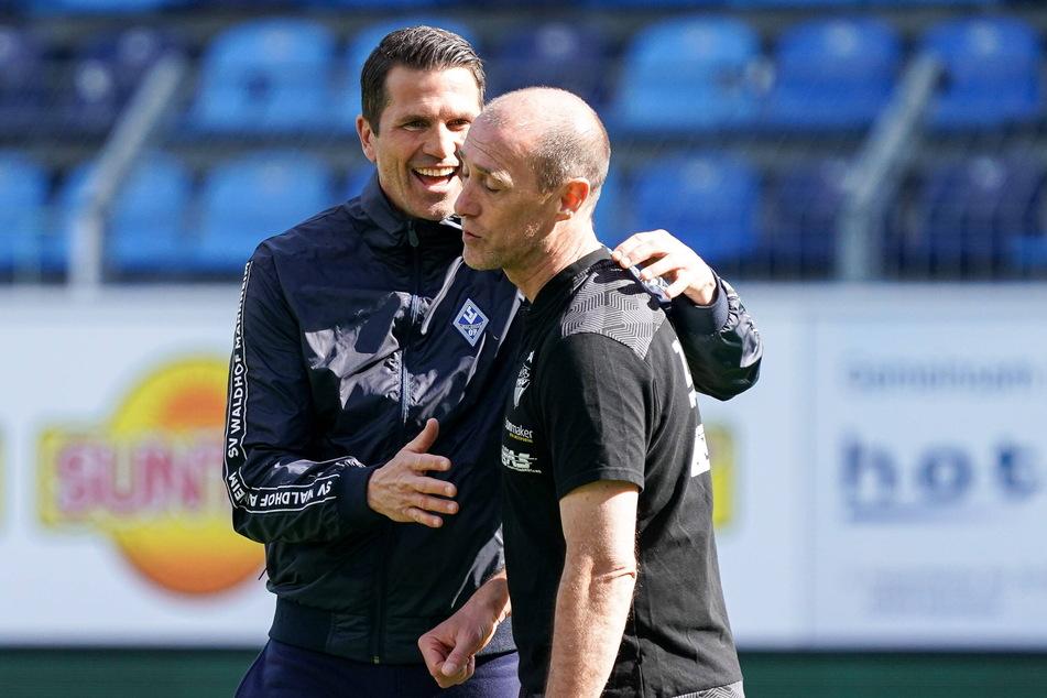 Waldhof-Trainer Patrick Glöckner (44,l.) strahlte nach dem Abpfiff, bei seinem Kollegen Joe Enochs (49) sah die Gemütslage natürlich ein wenig anders aus.