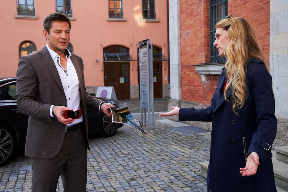 Kommissar Hansens (Igor Jeftić, 49, l.) will den Verlobten seiner Cousine Wiebke Diepenbrook (Natalie Alison,42, r.) genauer unter die Lupe nehmen.