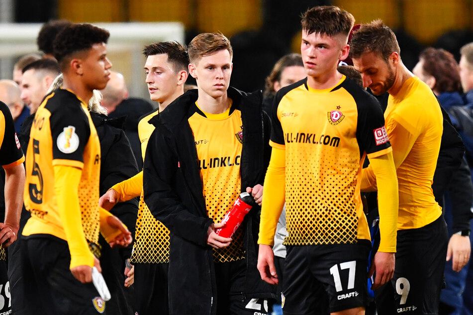 Maximilian Großer (19, vorne, Nr. 17) fehlt Dynamo Dresden nach einer Knieoperation erst einmal.