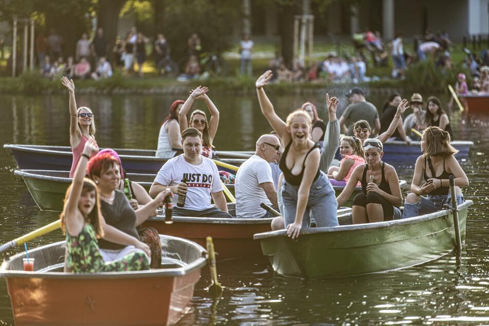 Partystimmung! Auf insgesamt 47 Booten saßen die Zuschauer und feierten die Jungs von Stereoact.