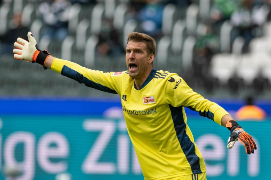 Union-Keeper Andreas Luthe machte in der ersten Halbzeit zwei Großchancen von Gladbachs Stürmer Alassane Pléa zunichte.