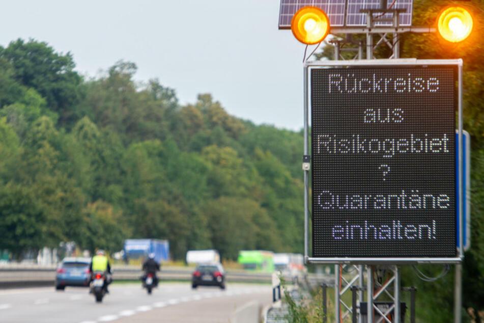 Für Reiserückkehrer aus Risikogebieten gilt eine strenge Quarantänepflicht. (Archiv)
