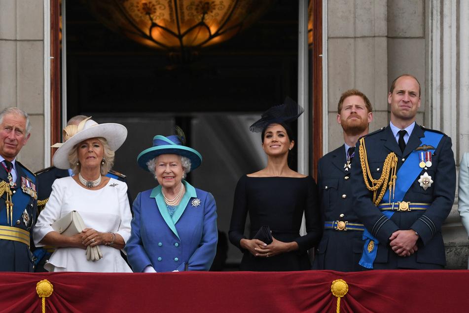 Damals noch gemeinsam, heute zerstritten und in Trauer: die englische Königsfamilie.