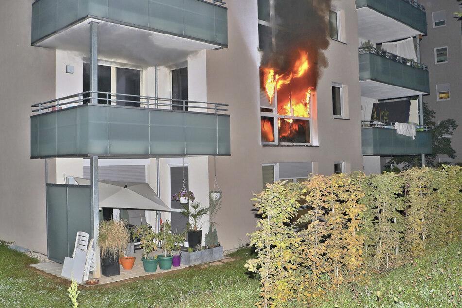 Eine Wohnung in einem Mehrfamilienhaus in Stuttgart-Giebel ist ausgebrannt. Ein. Mann starb in den Flammen.