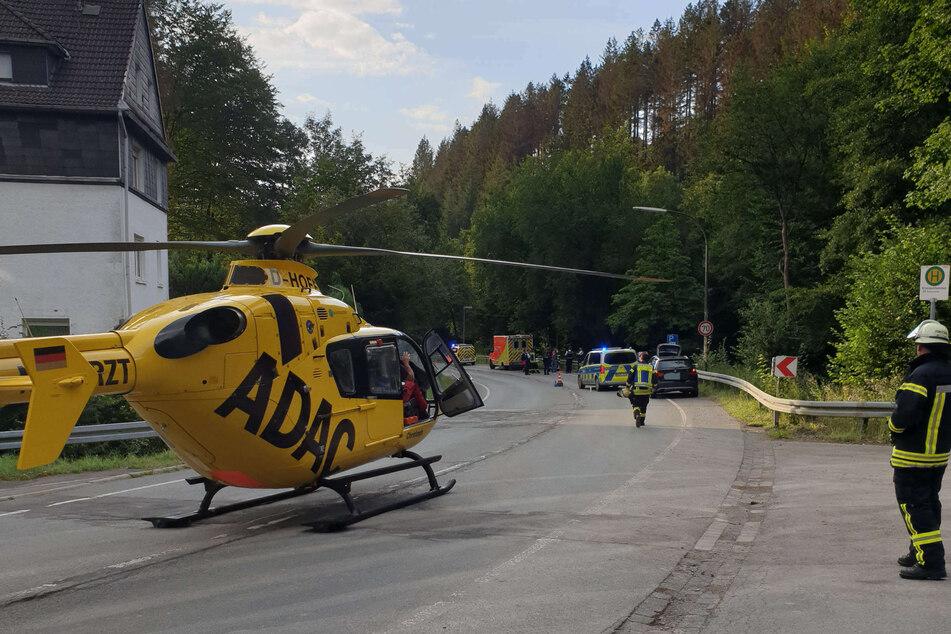 Ein Rettungshubschrauber im Märkischen Kreis hatte die schwer verletzte Motorrad-Fahrschülerin am Donnerstag in eine Klinik geflogen.