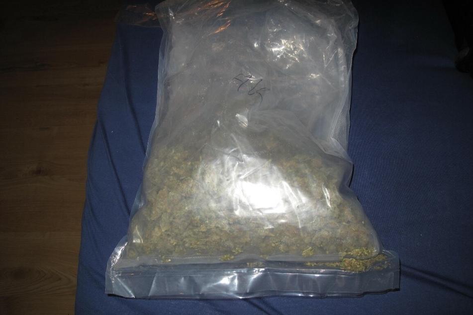 Die Polizei fand unter anderem 500 Gramm Marihuana in der Wohnung eines 24-jährigen Chemnitzers. Nun wird gegen ihn ermittelt wegen des Verdachts des Handels mit Betäubungsmitteln.