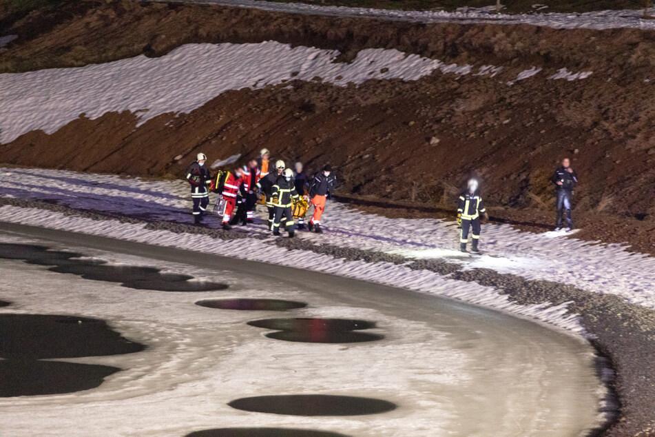 Drama auf zugefrorenem Teich: Frau bricht ein, Passanten hören Schreie und reagieren