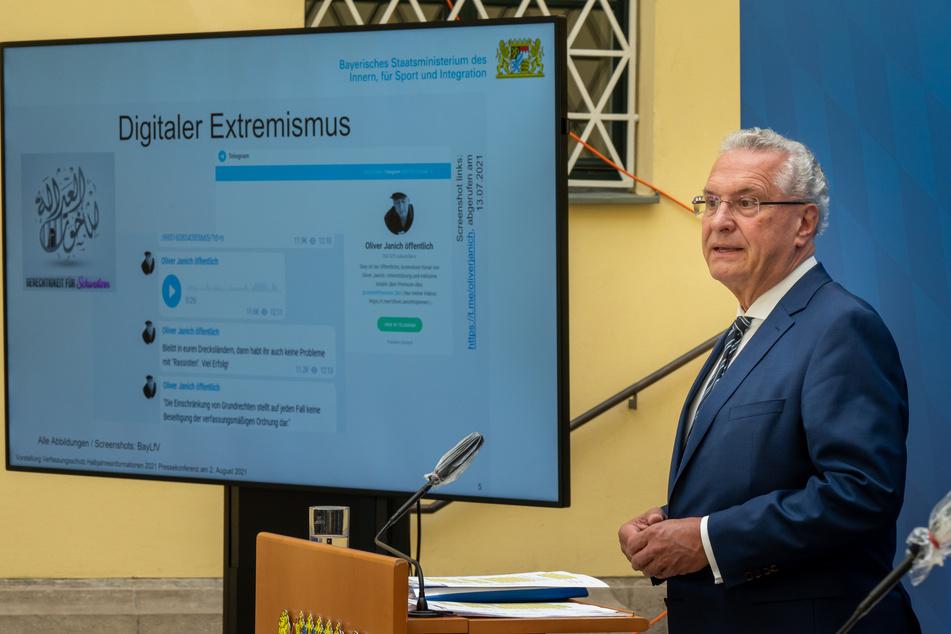 Bayerns Innenminister Joachim Herrmann (64, CSU) hat vor ungebremster Verbreitung von Extremismus in Internet und sozialen Medien gewarnt.