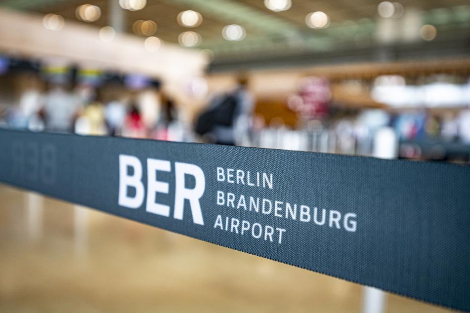 Am Flughafen Berlin und Brandenburg konnte die Grenzpolizei am Montag einen Haftbefehl vollstrecken. (Symbolbild)