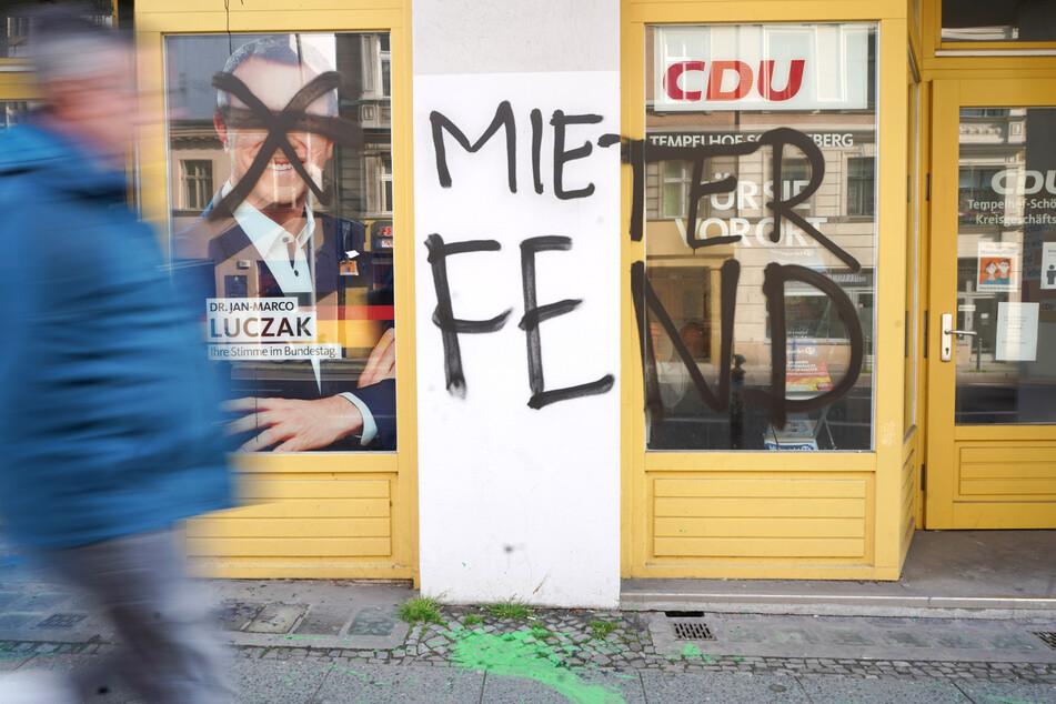 Das Bürgerbüro des CDU-Bundestagsabgeordneten Jan-Marco Luczak (45) wurde beschmiert.