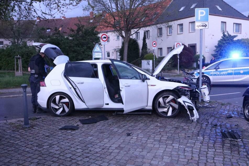Ein VW-Fahrer ist am Sonntagabend während seiner Flucht vor der Polizei verunfallt.