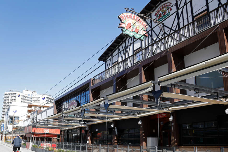 """Kehrtwende auf Mallorca. Der """"Bierkönig"""" und andere Bars sind ohnehin noch geschlossen. Bald sollen auch die Innenräume von Cafés und Restaurants auf Malle wieder schließen, die gerade erst geöffnet hatten."""